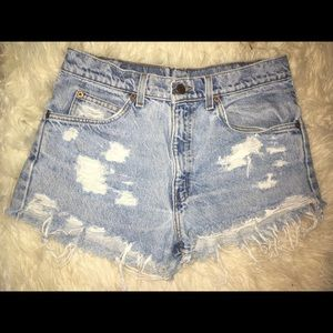 Vintage retro distressed 550 Levi shorts